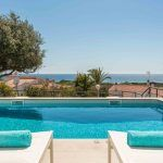 Villa-del-sol-piscina-hamacas